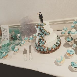 Oregon Coast wedding cake cupcakes